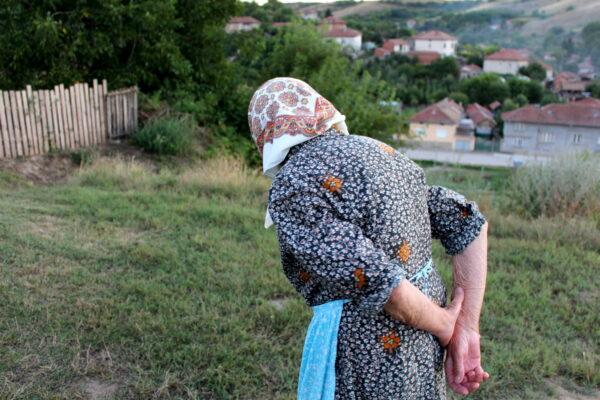 Обратно към традициите – бабата като стожер на родното